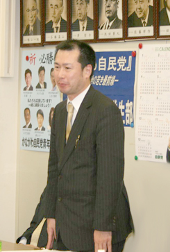 決意を述べる内田高広さん  内田高広HP http://uchidatakahiro.jp/