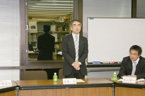 御礼と決意のご挨拶をする安藤裕(幹事長)
