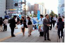 6月30日 斉藤市会議員の演説後 (左から うけたまわる斉藤たつや 議員、石田、うけたまわる林)