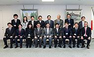 党本部見学にて石破幹事長と記念撮影
